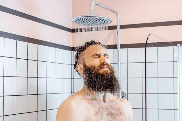 Начистоту: эксперты рассказали, как часто нужно принимать душ