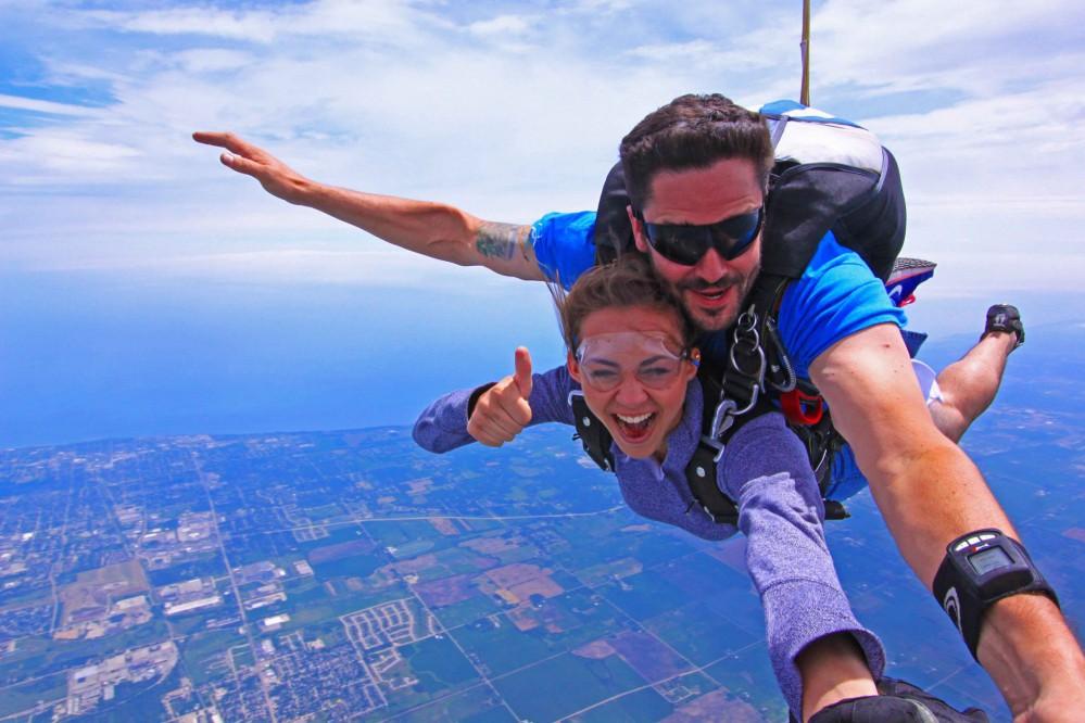 Все, что вы хотели знать о прыжке с парашютом: где прыгнуть в Киеве
