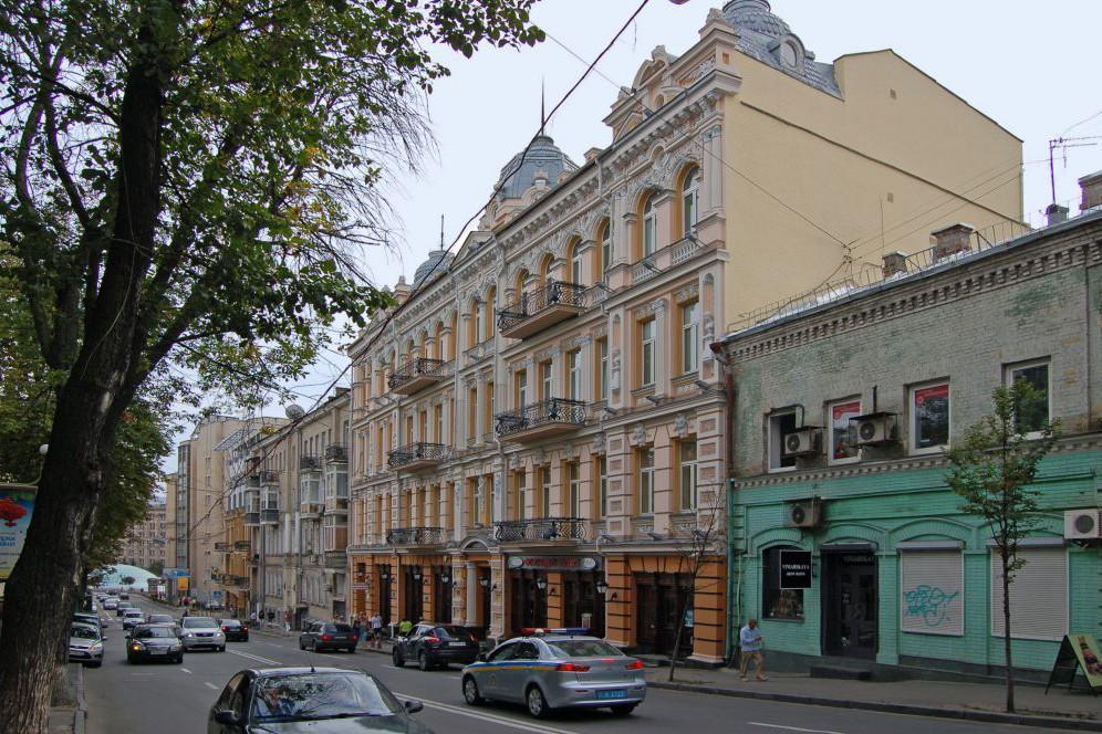 Михайловская - самая хмельная улица столицы. Что посмотреть и где пропустить по коктейлю
