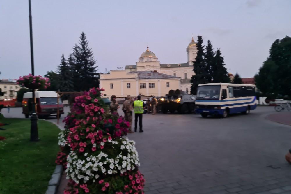 Максим Кривош сдался полиции, заложники в порядке. Видео