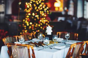 Гудим всем офисом: 10 ресторанов для новогоднего корпоратива в Киеве