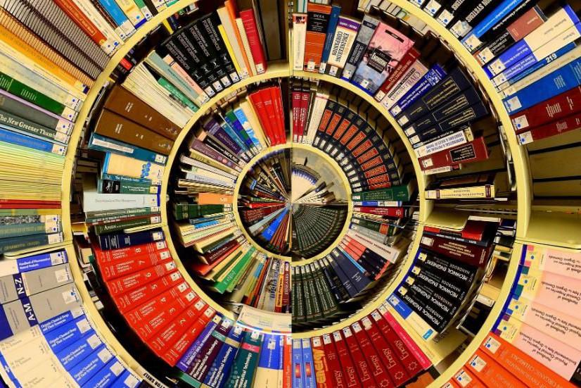 Подари вторую жизнь! Куда отнести ненужные книги в Киеве