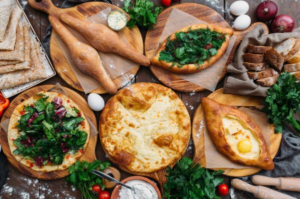 Начнем с хачапури, закончим мацони. 11 ресторанов столицы, где еда впечатлит даже грузина