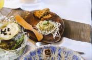Суп из желудей, капуста с шишками и закуска из пчел. 8 заведений, где подают традиционную и авторскую кухни Киева