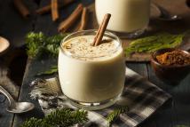 Виски, яйцо и молоко. Рецепт идеального новогоднего эгг-нога