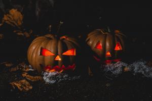 Trick or Treat! Четыре сценария для Хэллоуина