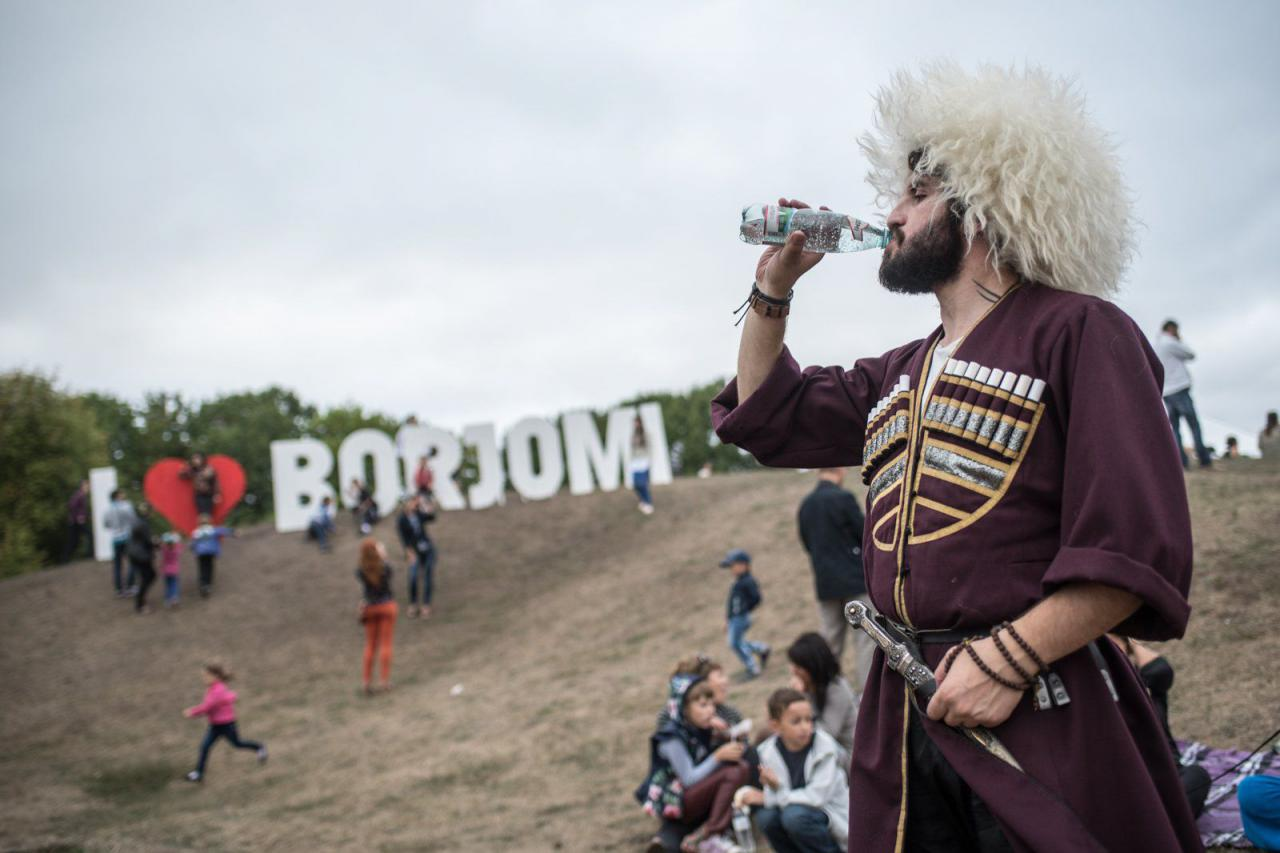 Прийти, попробовать и влюбиться. Чем еще заняться на Большом грузинском празднике Borjomi Fest