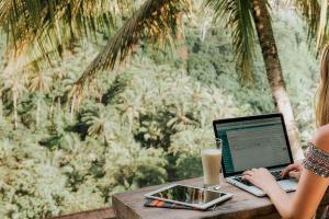 Где заработать в путешествии: семь способов «поднять бабла»