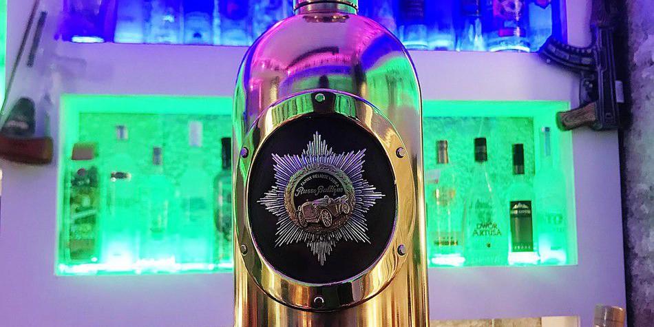 """Самую дорогую водку в мире, которая засветилась в """"Карточном домике"""", украли и выпили"""