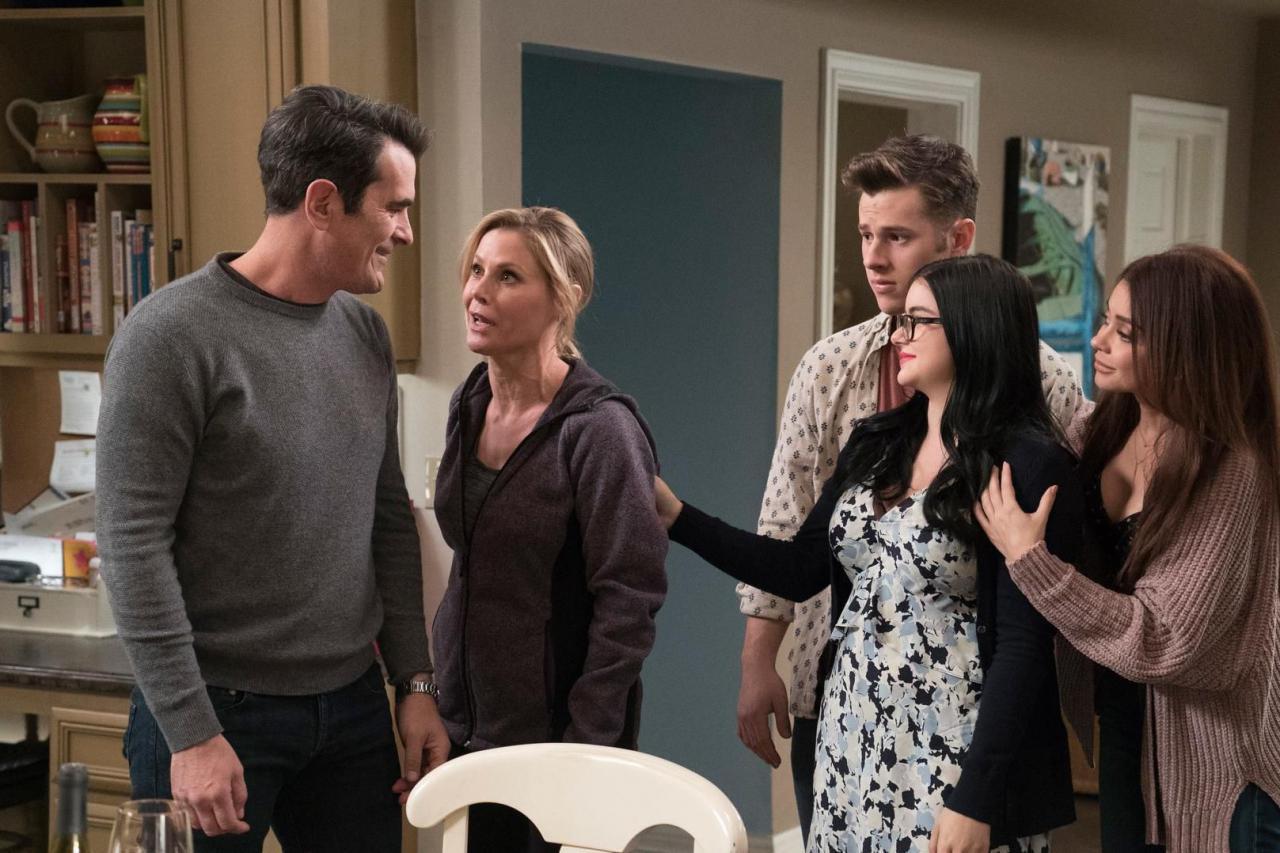 7 сериалов, которые поднимут настроение в осенний вечер