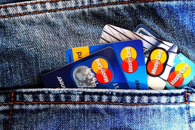 В Украине работники смогут самостоятельно выбирать банк для зарплатной карты: дата