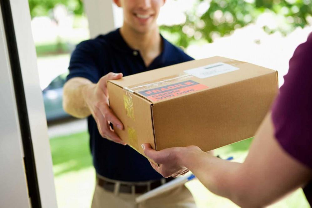 """Онлайн-шопингу быть: """"Укрпошта"""" запускает быструю доставку товаров с AliExpress"""