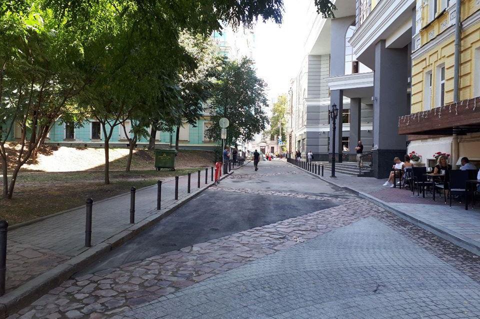 Один из переулков в центральной части Киева стал пешеходной зоной