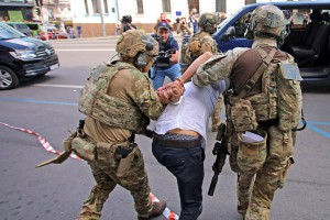 "Террористу, захватившему БЦ ""Леонардо"" в центре Киева, сообщили о подозрении"