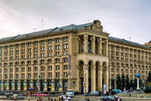 Новое место: в центре Киева на Майдане Независимости открылась кофейня