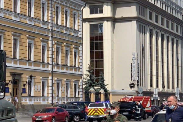 """В центре Киева террорист захватил бизнес-центр """"Леонардо"""" и угрожает подорвать банк: что известно"""