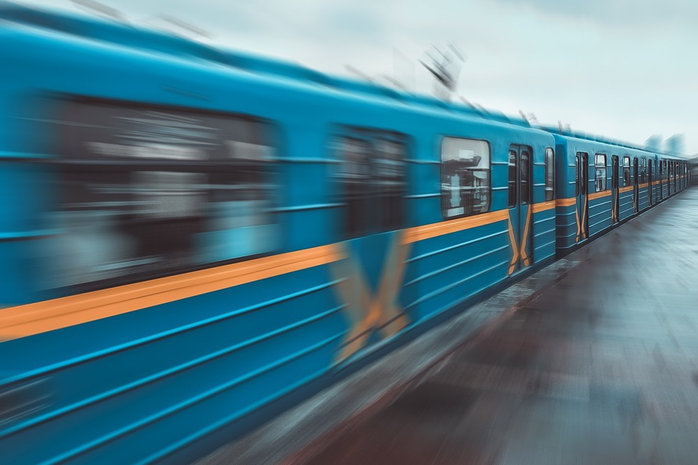 В киевском метрополитене запустили новый исторический арт-поезд