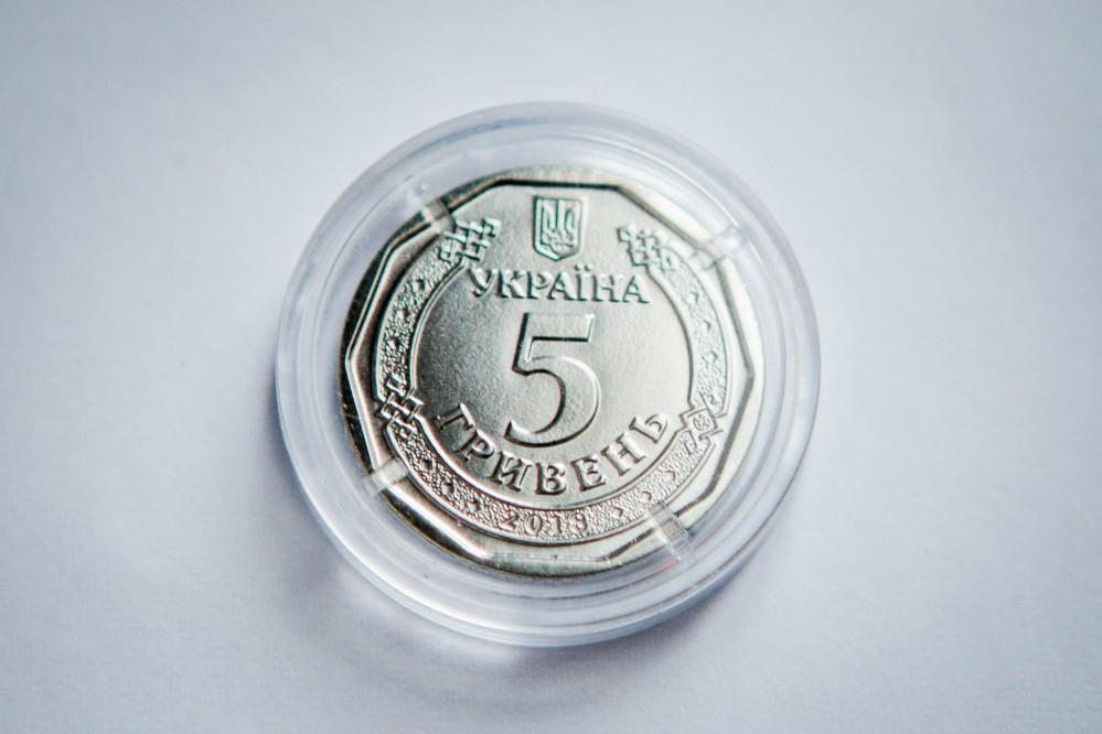 В Украине вводят в оборот монету 5 грн и новые 50 грн