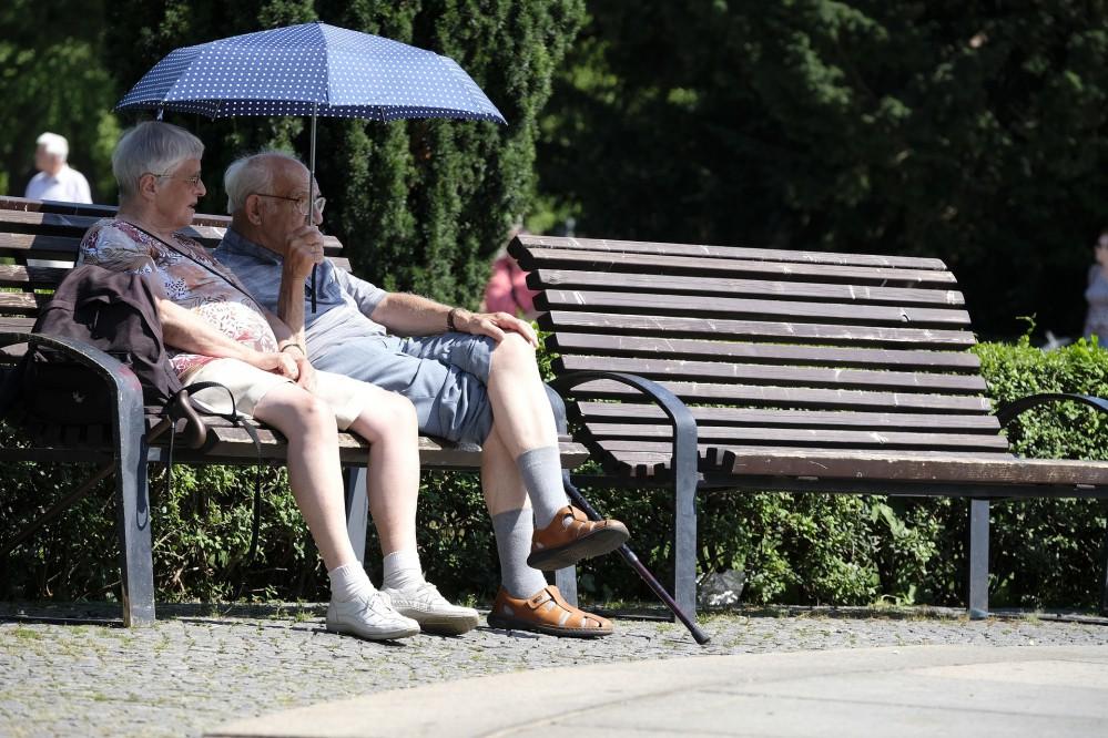 Пенсионерам каждый месяц будут выплачивать дополнительную материальную помощь: детали
