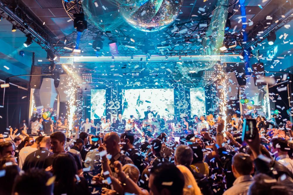 Если хотите рискнуть здоровьем ради победы: в США устраивают коронавирусные вечеринки