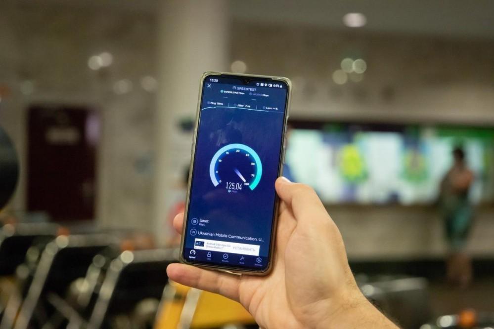 Скоростной интернет 4G доступен на девяти станциях киевского метро: список