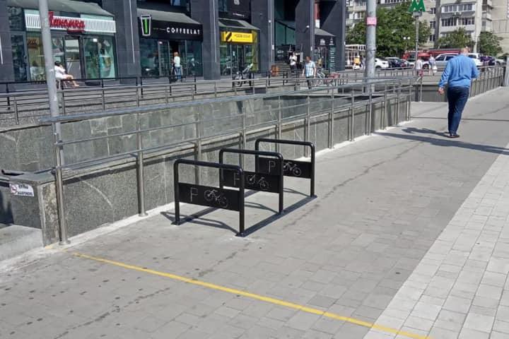 В Киеве появились новые перехватывающие парковки для велосипедистов: фото
