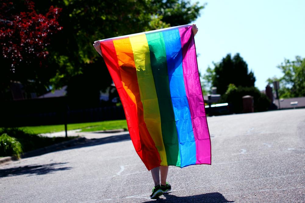 BMW, Toyota и Mercedes-Benz изменили логотипы, выступив в поддержку ЛГБТ-сообщества