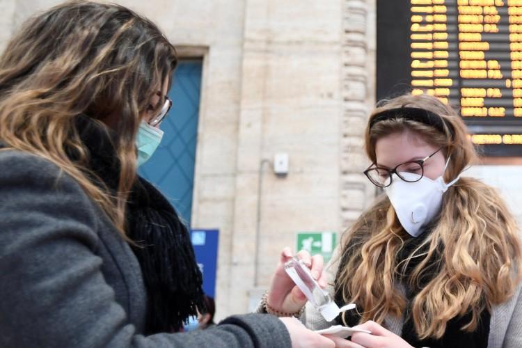 В Украине запретят проведение массовых мероприятий и закроют школы из-за коронавируса