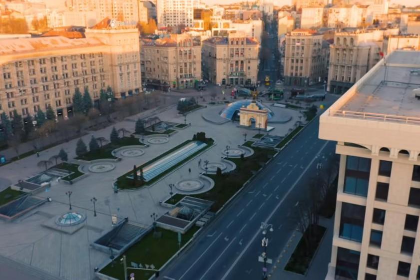 Киев в кадре: группа Queen и Адам Ламберт выпустили новый клип, посвященный врачам