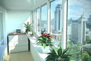 Просто остеклить или сделать балкон под ключ: что выгоднее?