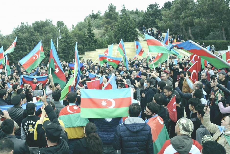 В Киеве массово отпраздновали подписание мирного договора между Арменией и Азербайджаном. ВИДЕО