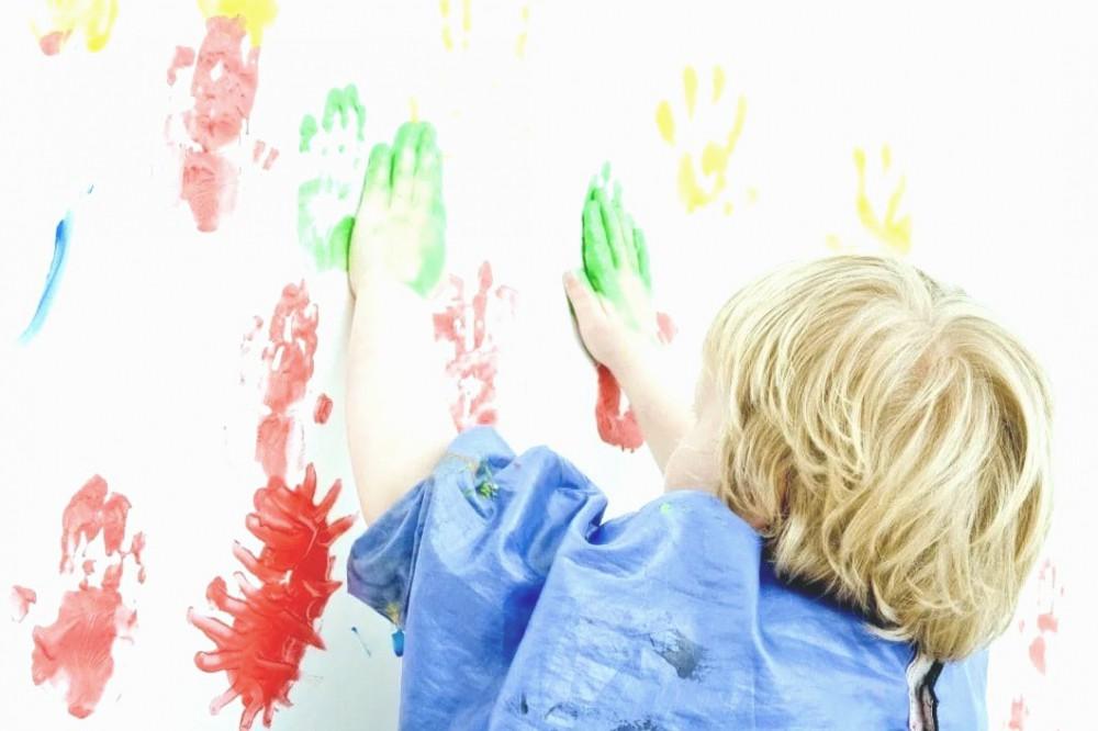 Тимошенко, Коломойский, Поршенко: как дети рисовали своих любимых олигархов для конкурса. Фото
