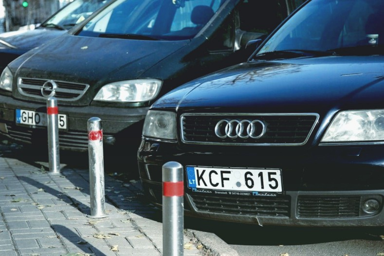 """В Украине смогут штрафовать водителей с """"евробляхами"""" прямо на стоянке"""