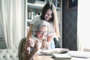 День бабушек и дедушек: Google выпустил новый дудл