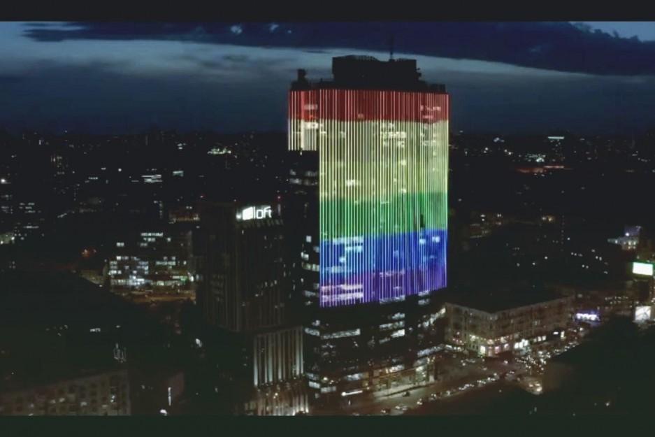 Один из ТРЦ Киева будет подсвечиваться радужным флагом в поддержку ЛГБТ-сообщества. Видео