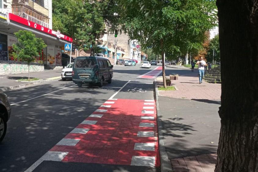 На одной из центральных улиц Киева открыли новую велодорожку