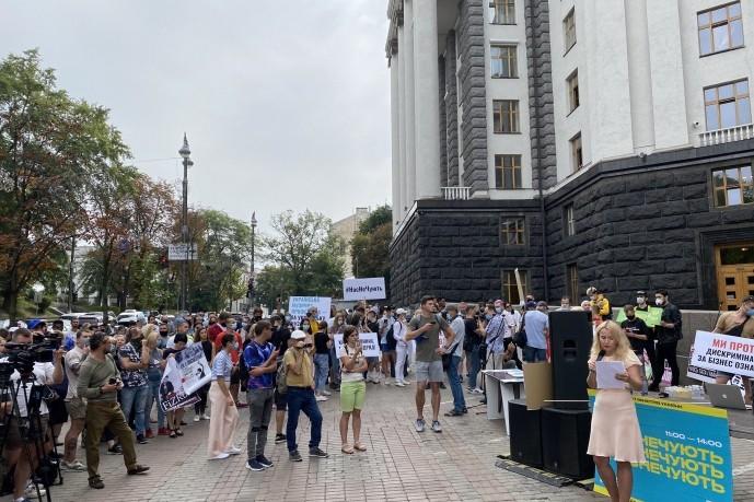 Митинги под Кабмином: украинские звезды против карантинных ограничений