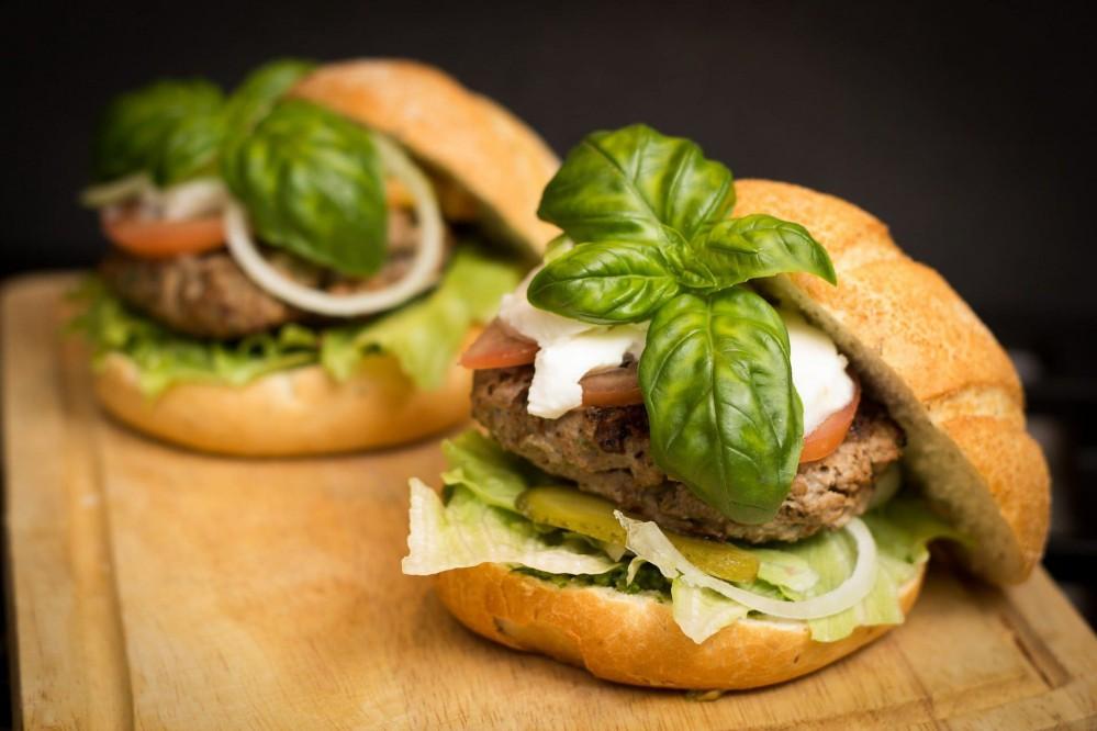 Для веганов и вегетарианцев: в Украине придумали мясной фарш на растительной основе