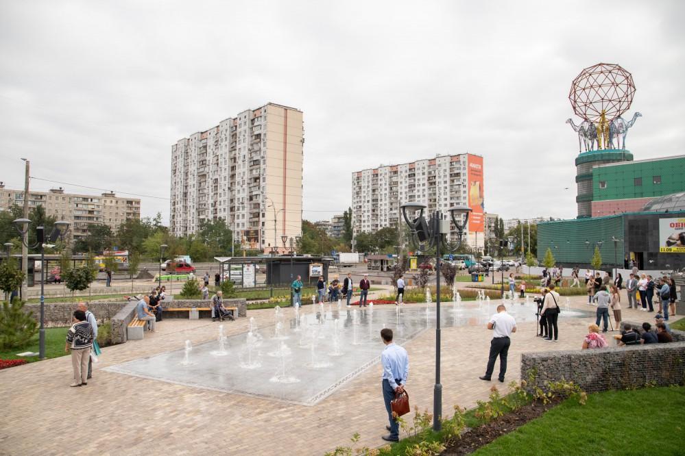В Киеве на Оболони появился новый сквер: что там обустроили. Фото и видео