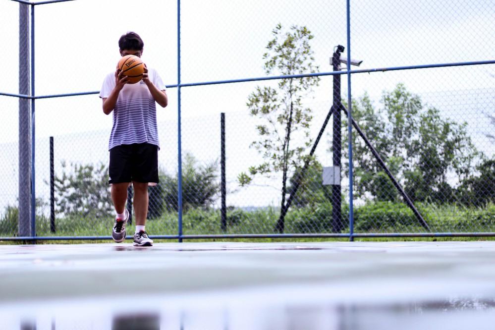В одном из районов Киева открылась новая баскетбольная площадка