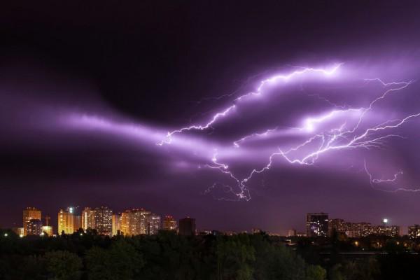 В Киеве объявили первый уровень опасности и штормовое предупреждение