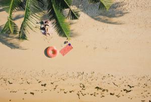 Идеальный пляжный плейлист: что слушать на море