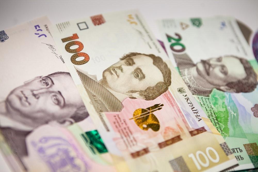 Украинская гривна снижается, а курс евро пересек психологическую отметку