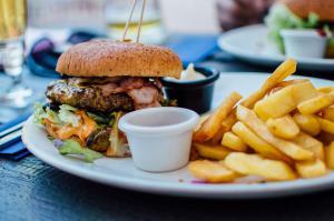 Где пообедать на Подоле: самые дешевые и дорогие варианты