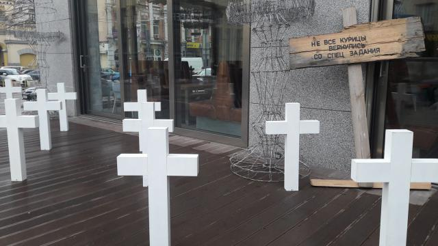 Имитация кладбища у киевского ресторана: реакция руководства и чем все закончилось