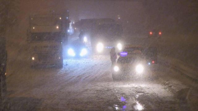 Паровозик, который смог: как Киев пытался справиться со снегопадом