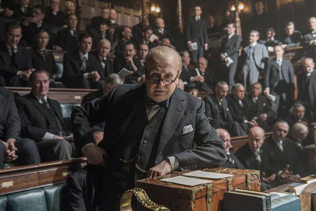 «Темные времена» и еще 9 биографических фильмов для зимнего вечера