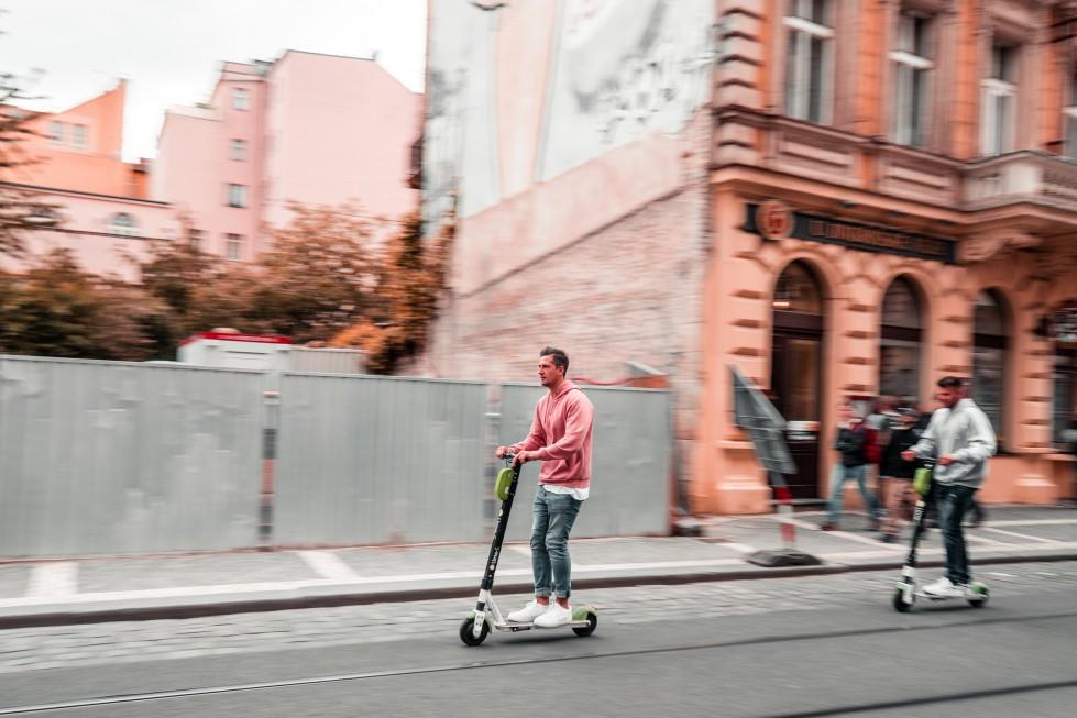 Электросамокаты стали участниками дорожного движения: какие правила