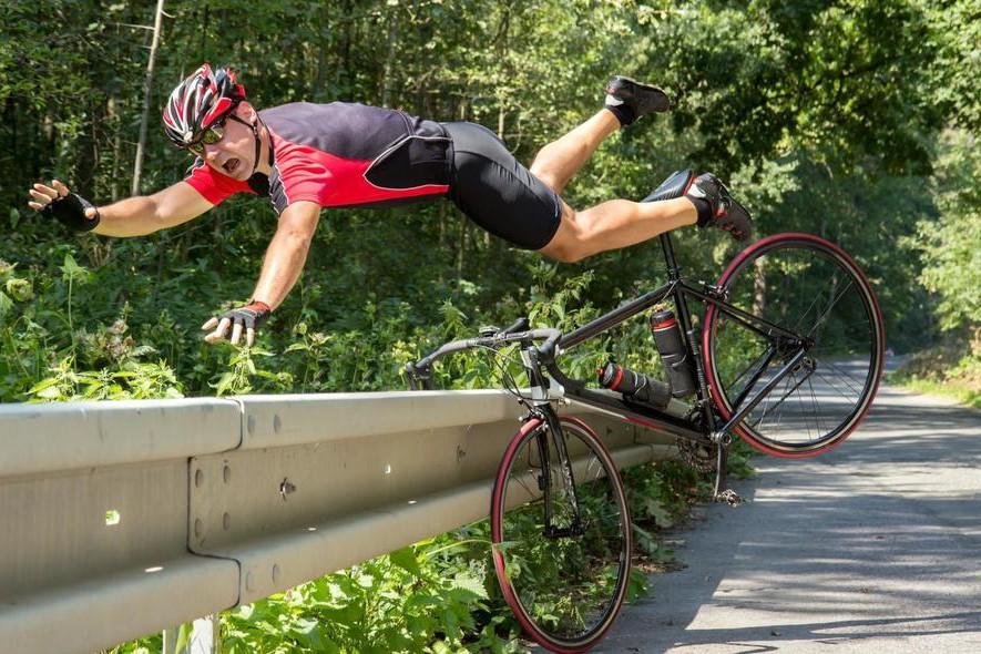 В Киеве появилась новая велодорожка: она ведет в столб