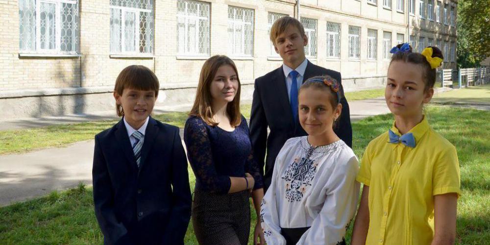 """""""Эти спиннеры уже всем надоели"""": о чем думают, что слушают и смотрят киевские школьники"""